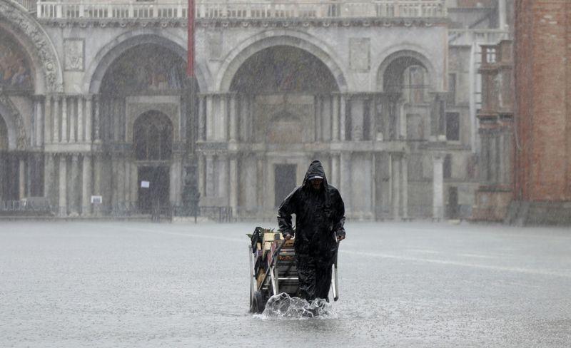 Copy of Italy_Venice_High_Tide_86397.jpg-b03e9-1573623463952