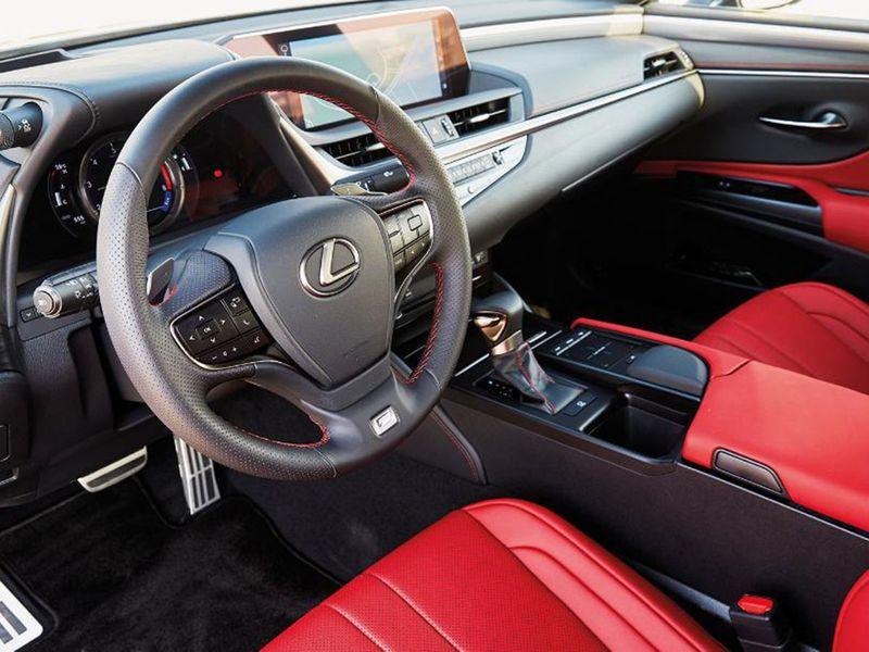 Auto Lexus ES cabin