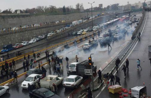 Copy of 2019-11-16T120949Z_484652507_RC2CCD9U8A39_RTRMADP_3_IRAN-FUEL-PROTESTS [1]-1573914268908