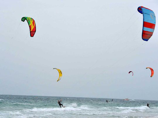 191117 kite surfers
