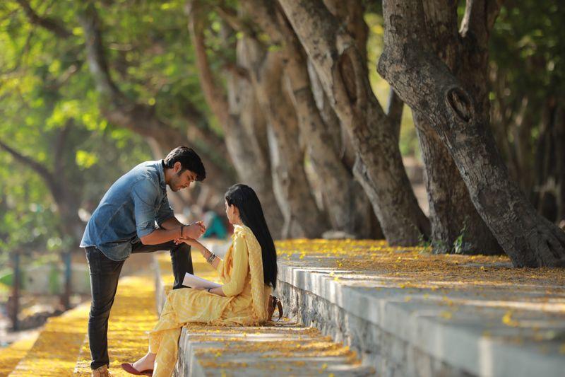 Dhruv Vikram with Banita Sandhu in Adithya Varma (222-1574171771918