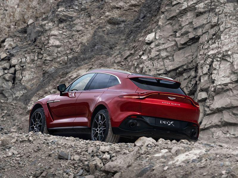 Aston-Martin-DBX_15-gn