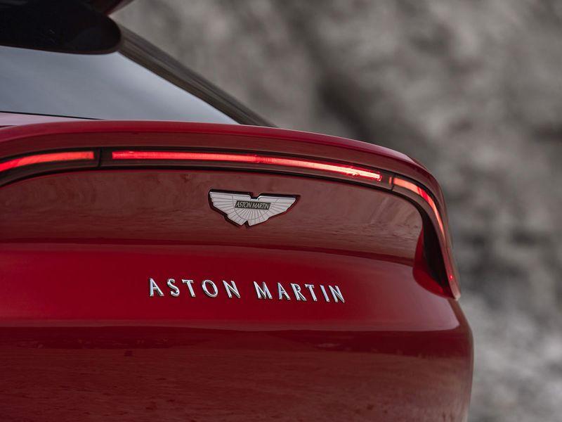 Aston-Martin-DBX_16-gn