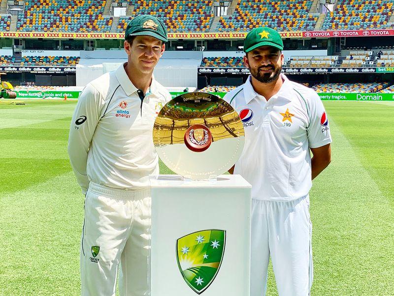 Tim Paine (L) and Pakistan's captain Azhar Ali