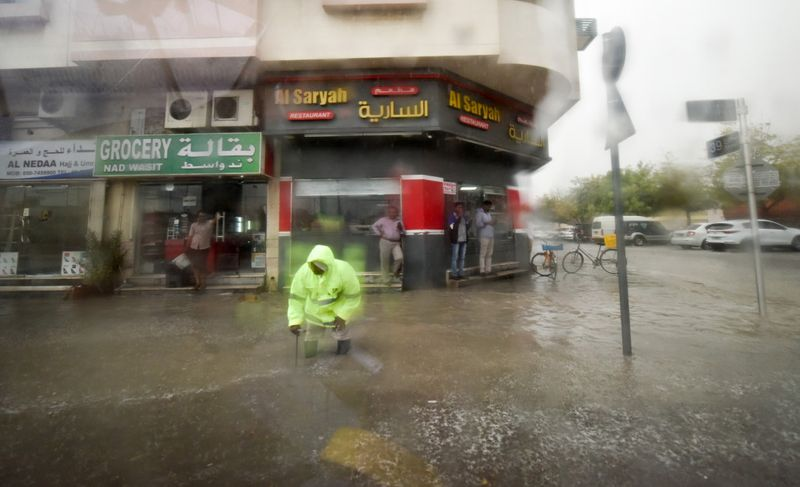 WEB 191120 RAIN SHARJAH32-1574250265899