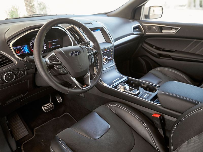 Auto Ford Edge ST
