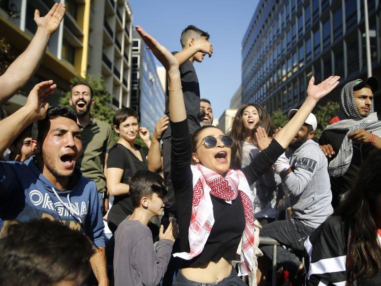 OPN 191122 Lebanon protest-1574421952056