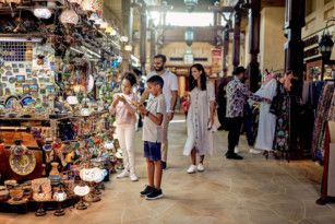 BUS Shopping in traditional souk in Dubai-1574518869756