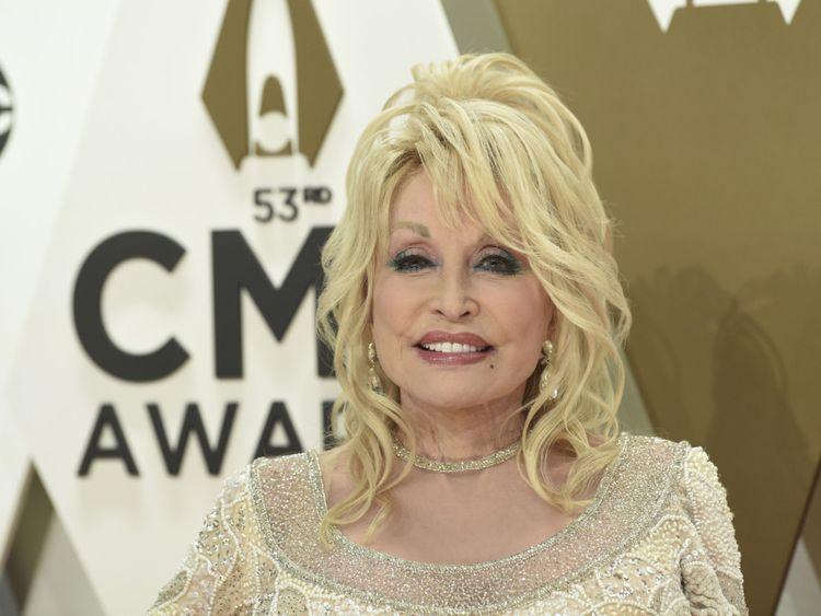 Dolly Parton-1574516993824