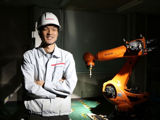 Auto Nissan robots car parts