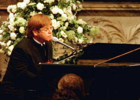 Elton John-1574575541981