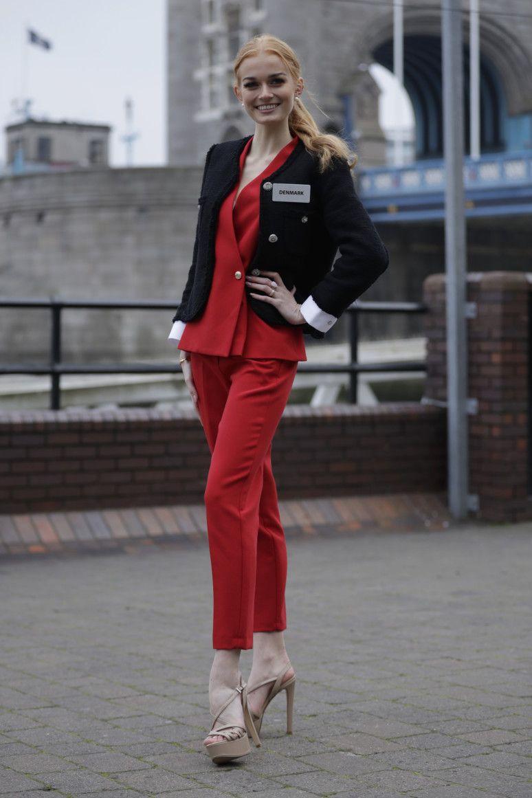 Copy of Britain_Miss_World_84167.jpg-c4ab1-1574682897879