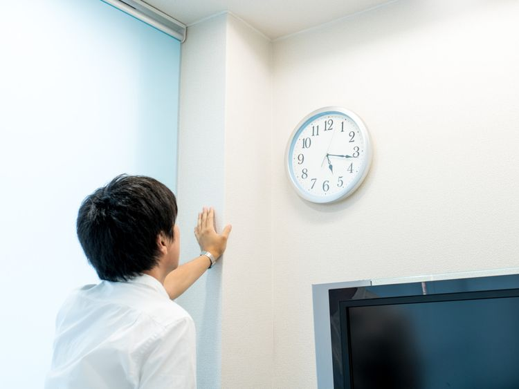 OPN MAN CLOCK-1574679111417