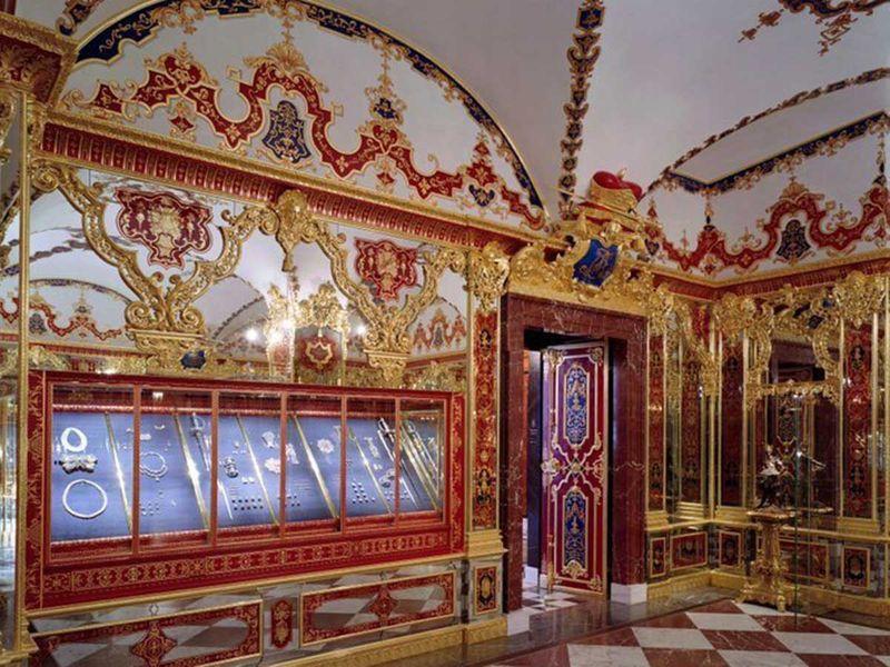 191126 jewellery room