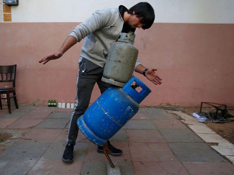 Palestinian_Balance_Artist_38969.jpg-88888~1-(Read-Only)