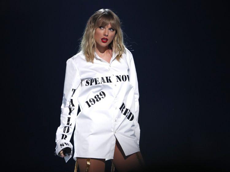 Taylor Swift-1574746840352
