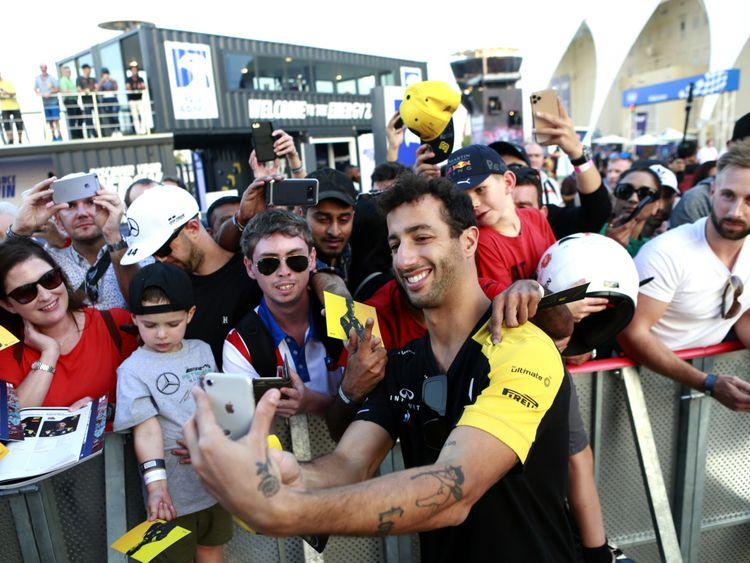 Daniel Ricciardo meeting fans-1575096913995