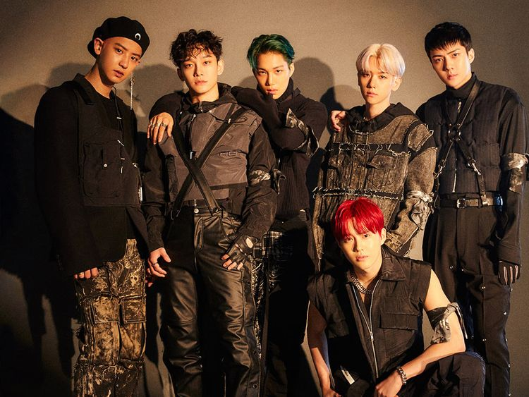 EXO - Left to right - Chanyeol, Chen, Kai, Suho, Baekhyun and Sehun-1575115363677