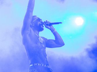 Platinum selling artist and recent Grammy – nominated Gucci Mane, revved up the crowds with his trademark hip hop sun – genre of trap style hits-1575096903993