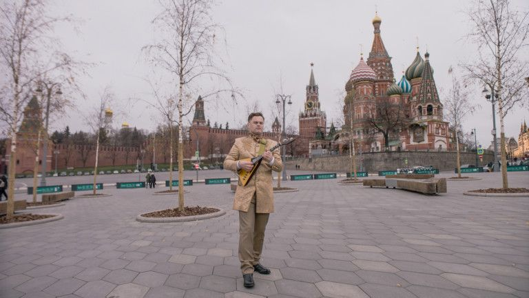 Expo 2020 - National Day Video 2019 - Balalaika player Denis Sergeevich in Moscow-1575184708791