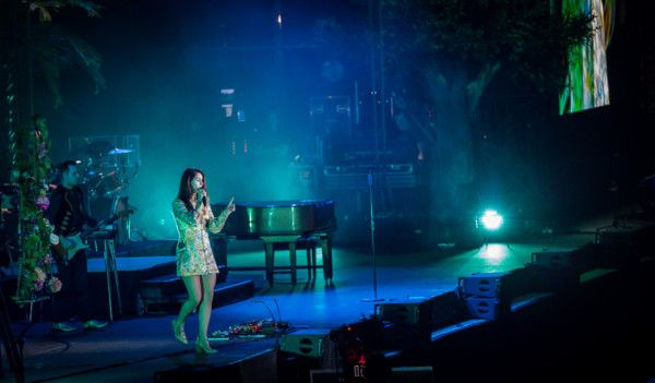 Lana Del Ray showcased her songwriting brilliance by delivering a masterclass of her magical hits-1575180356914