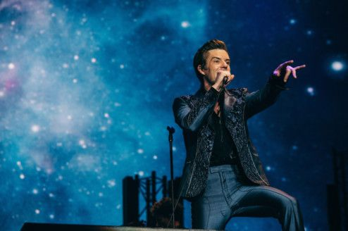 THE KILLERS BRING DOWN THE CURTAIN WITH A ROCKING PERFORMANCE  (1)-1575269494965