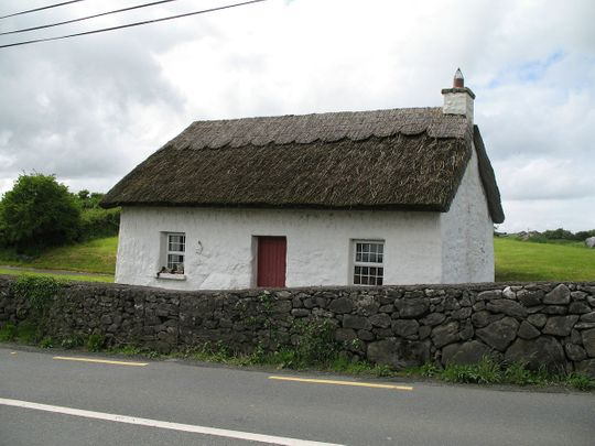 thatched-246417_1920