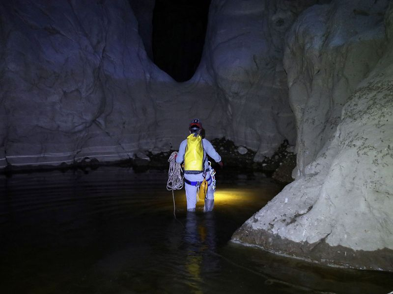 2019-12-09T050328Z_1873790001_RC2HRD94HUC3_RTRMADP_3_OMAN-CAVES-EXPLORE-(Read-Only)