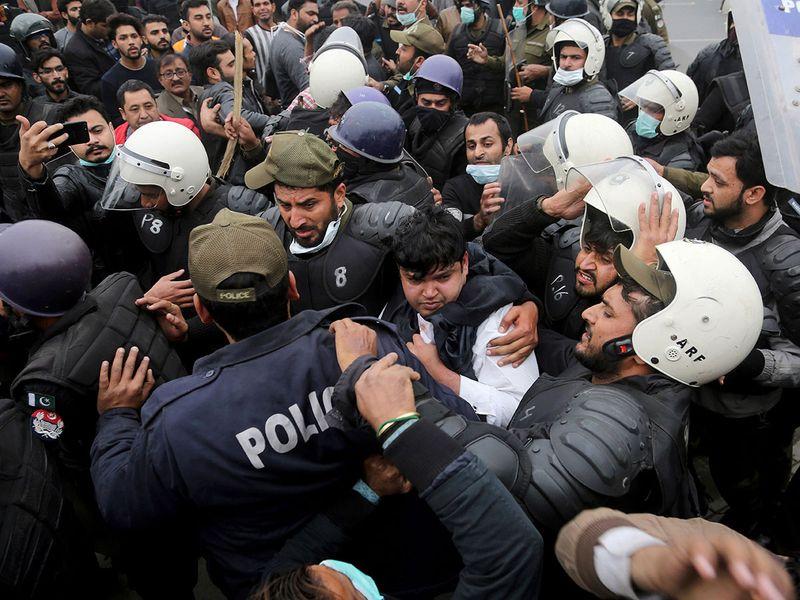 Copy-of-Pakistan_Hospital_Stormed_36250