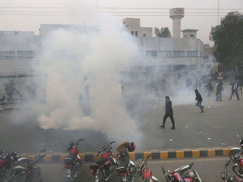Copy-of-Pakistan_Hospital_Stormed_77028
