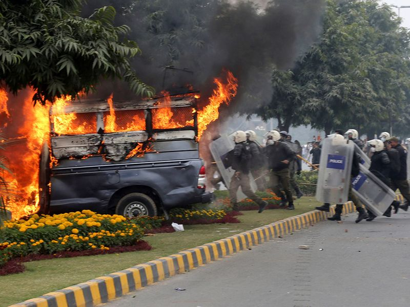 Copy-of-Pakistan_Hospital_Stormed_89895