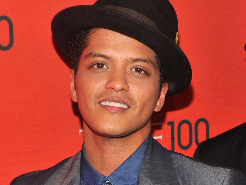 TAB Bruno Mars-1577003782427