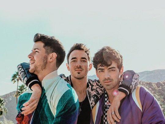 TAB Jonas Brothers – Happiness Begins-1577097173123