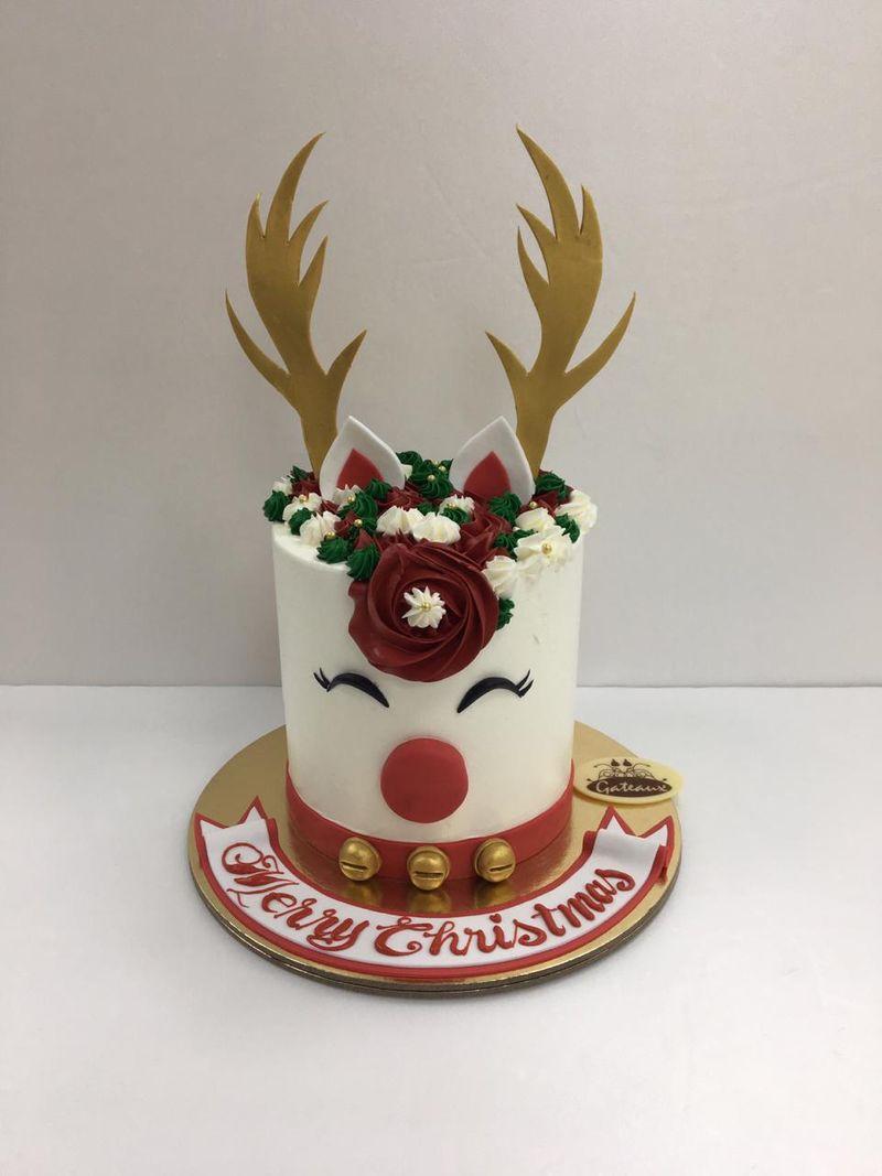 Christmas cake reindeer