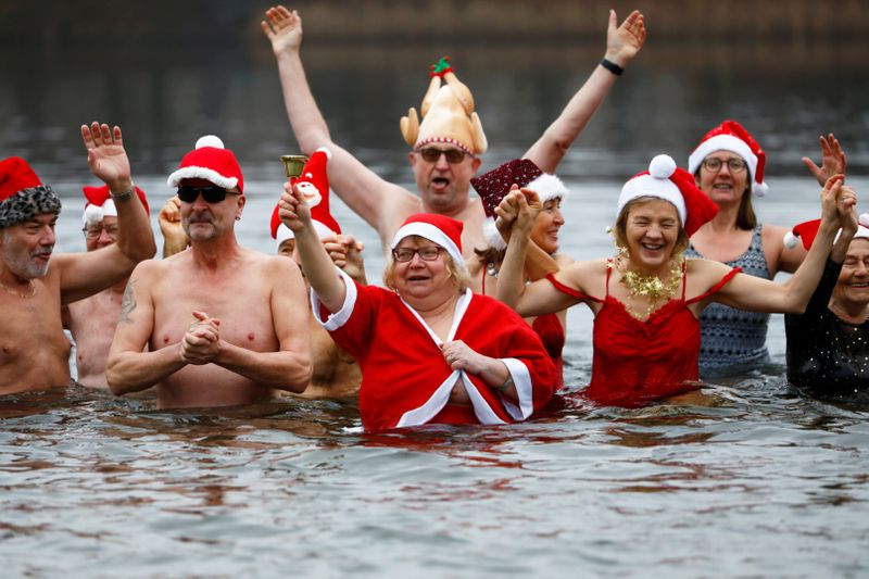 Copy of 2019-12-25T093119Z_1833590333_RC292E96WW8G_RTRMADP_3_CHRISTMAS-SEASON-GERMANY-CHRISTMAS-SWIM-1577268203051