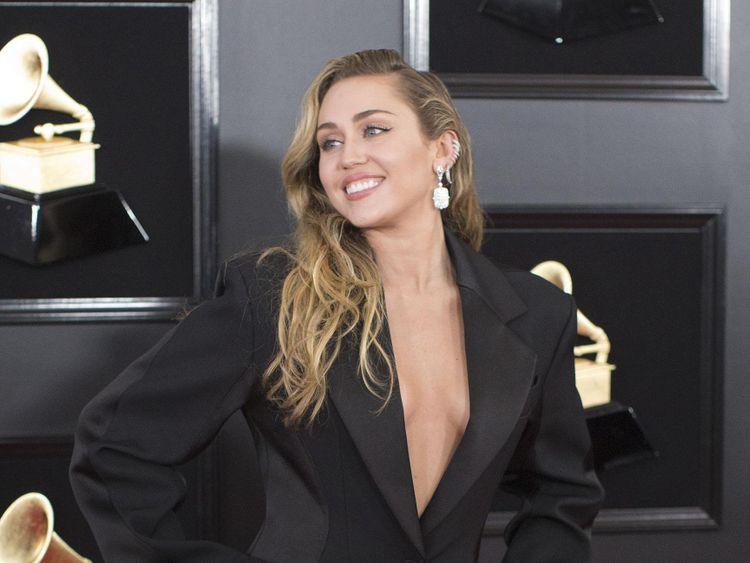 TAB 191226 Miley Cyrus-1577353363731