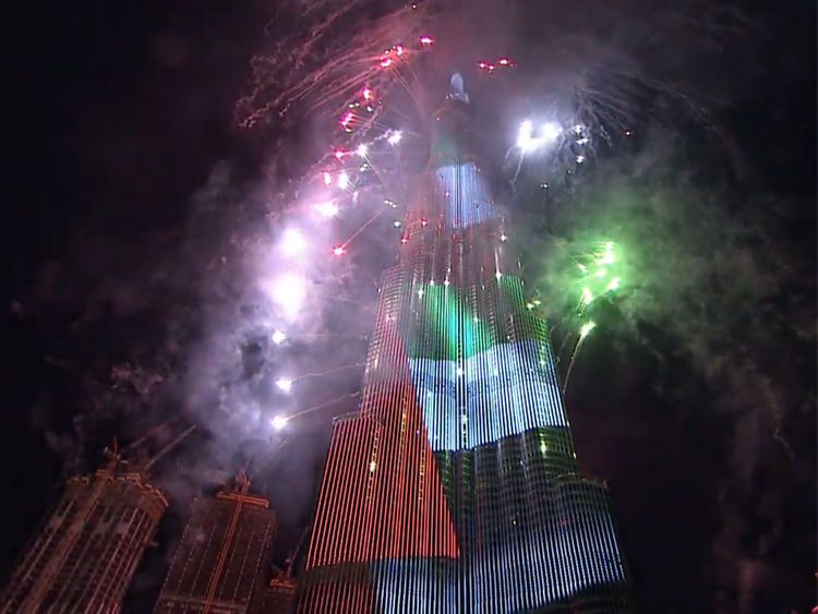 Burj Khalifa fireworks ring in 2020.