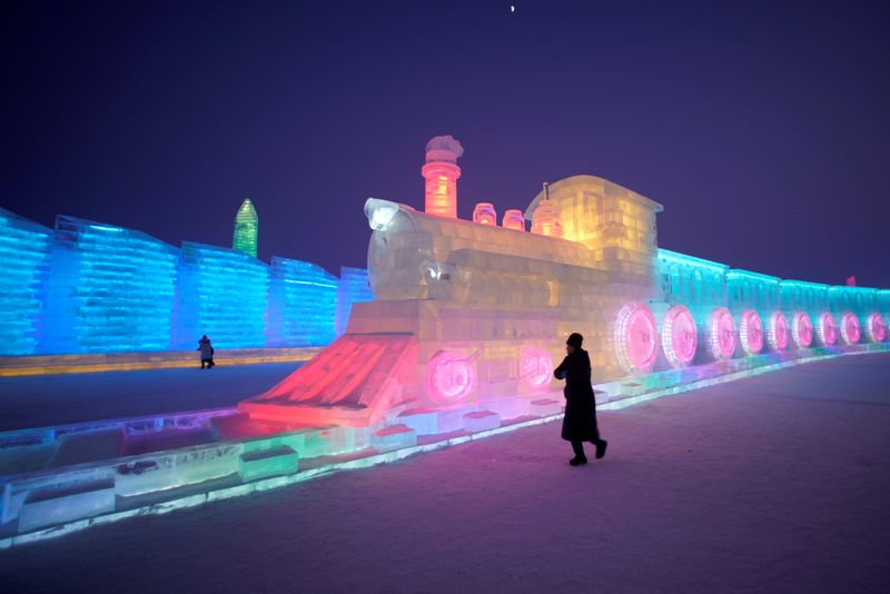Copy of 2020-01-04T115136Z_156468906_RC2Z8E9C6UEO_RTRMADP_3_CHINA-ICEFESTIVAL-1578226217421