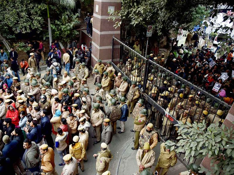 Police personnel stands guard at JNU as the students stage a protest against the attack on JNU students in the University campus