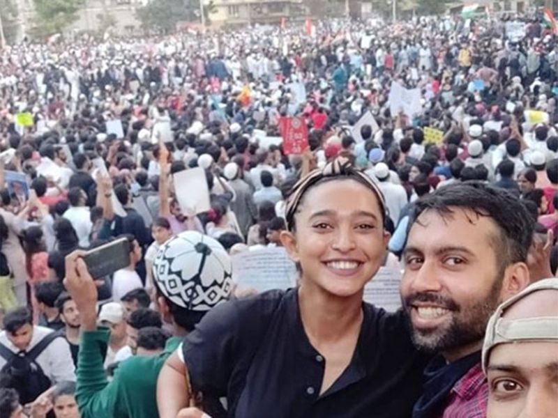 Protesters included Anurag Kashyap, Taapsee Pannu, Zoya Akhtar, Vishal Bhardwaj, Hansal Mehta, Anubhav Sinha, Richa Chadha, Rahul Bose, Swanand Kirkire, Reema Kagti, Dia Mirza, Sayani Gupta, Gauahar Khan, Saurabh Shukla and stand-up comedian Kunal Kamra.