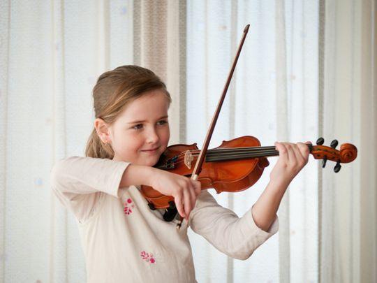 OPN 200110 Girl playing violin-1578658545960