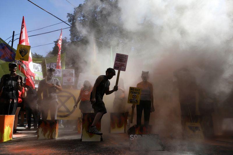 Copy of 2020-01-10T221722Z_1600743998_RC2ADE9I5VK1_RTRMADP_3_AUSTRALIA-BUSHFIRES-PROTESTS-ARGENTINA-1578747532537