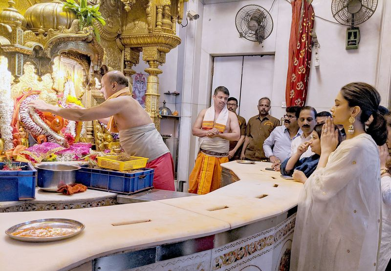 Deepika Padukone offers prayers at Siddhivinayak temple, in Mumbai