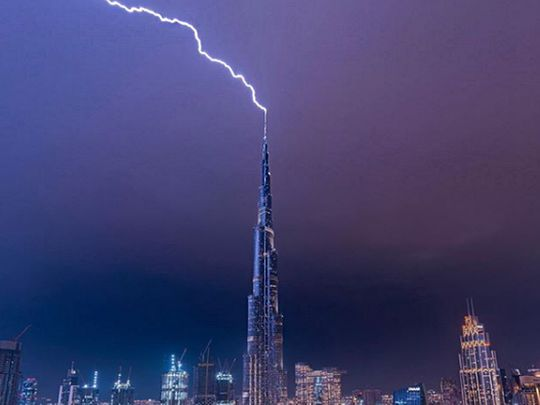 Shaikh Hamdan captures lightning in Dubai