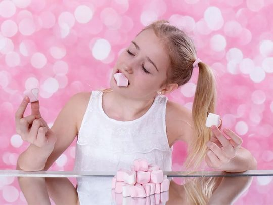 Sugar and emotions: The mood-food cycle