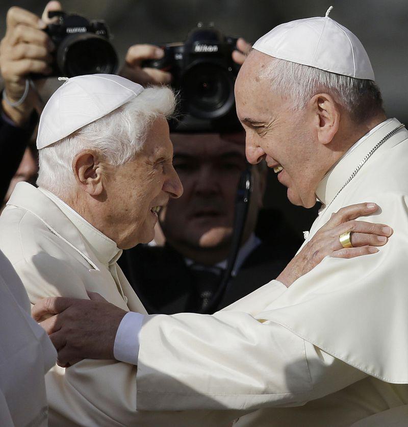 wld_200113 pope hugs-1578911111555
