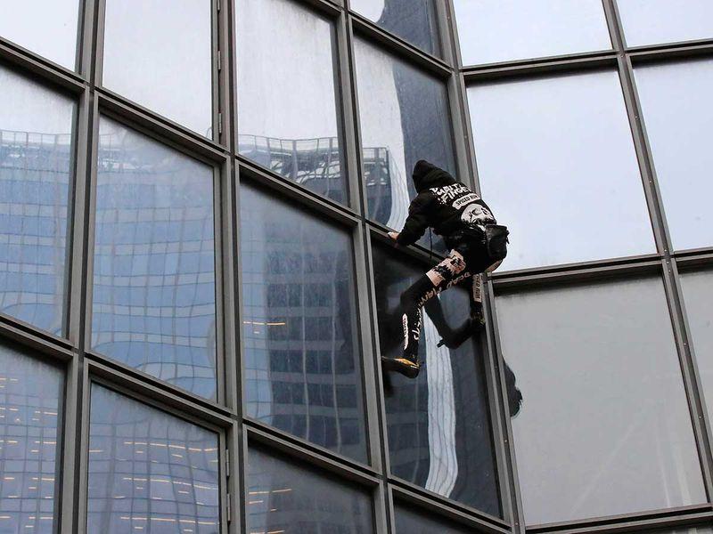 Copy-of-France_Strikes_Spiderman_33770