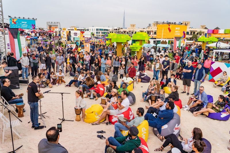 DFF 2019-Crowd-Beach Canteen-1579174436327