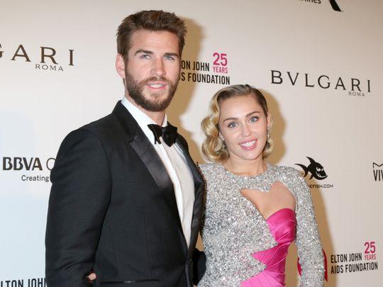 TAB 200119 Miley Cyrus with Liam Hemsworth-1579524382632