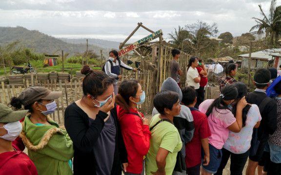 NAT 200121 PHILIPPINES-VOLCANO-EVACUEES-1579606941093
